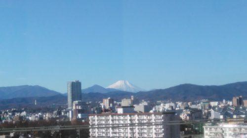 写真撮影で手前のネットを消す富士山