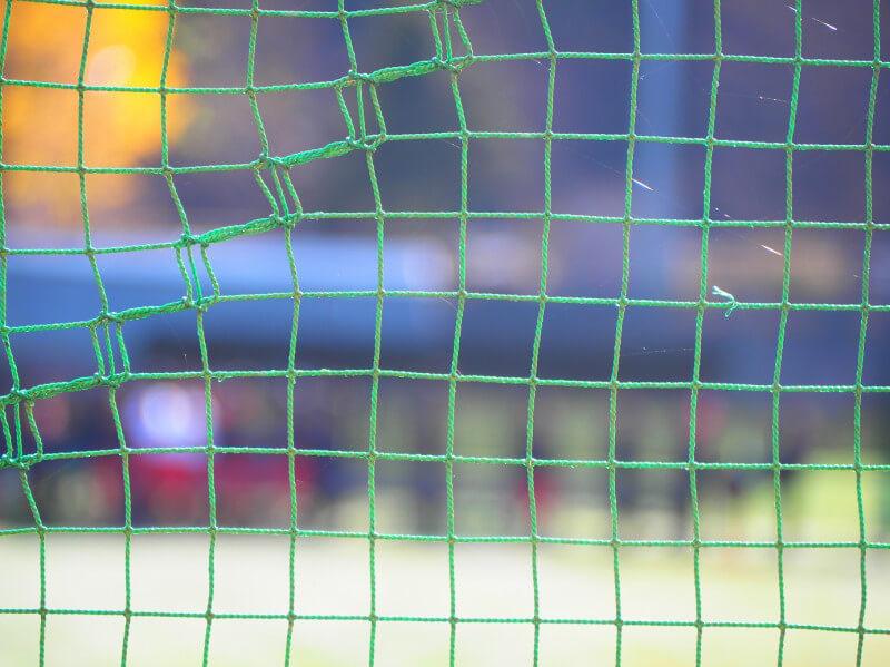 ネット越し選手を一眼レフ ビデオ撮影で手前のネットにピントが合わないようにする方法