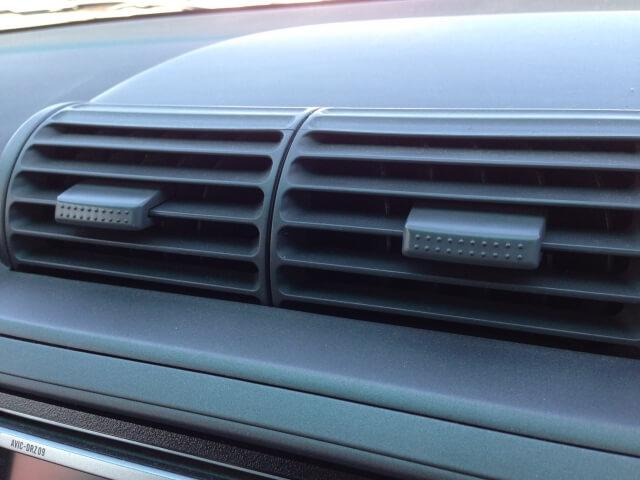 車のエアコンから異音ポコポコ音がする!音の原因と対策!エアコン以外の可能性も!