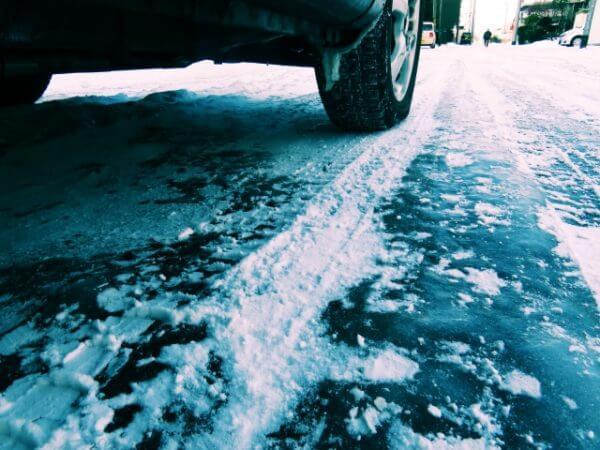 路面凍結の運転の仕方【初心者でもできる実践テクニック】
