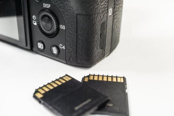 カメラのSDカードなしで撮るとどうなるか?そしてSDカードを入れ忘れない6つの方法