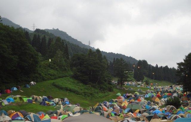 キャンプのテントを1区画に2つ張ってもいい?