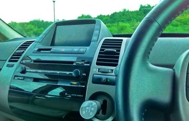 車のエアコンが臭い!猫や猫のおしっこの匂いがする